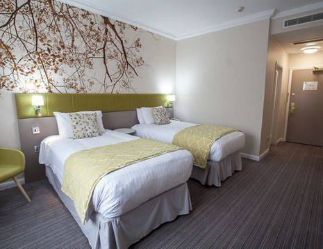 Standard refurbished twin bedroom